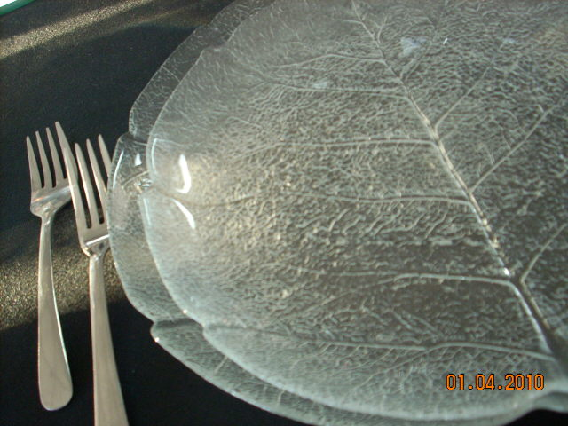 Where to find GLASS LEAF DINNER PLATE 11 in Columbia